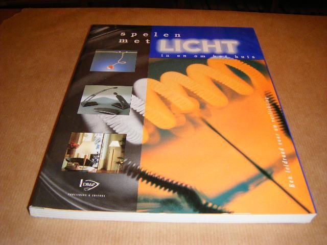 Boekwinkeltjes spelen met licht in en om het huis een