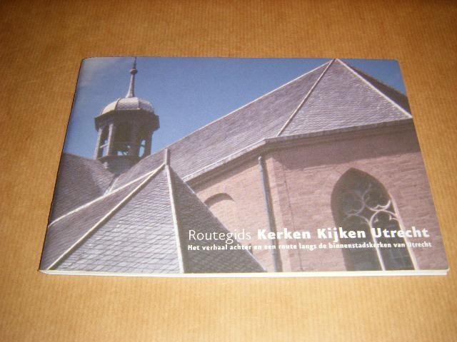 UTRECHTS BUREAU VOOR TOERISME - Routegids Kerken Kijken Utrecht - Het verhaal achter en een route langs de binnenstadskerken van Utrecht