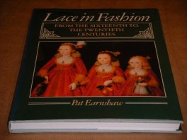 lace--in-fashion-from-the-sixteenth-to-the-twentieth-centuries