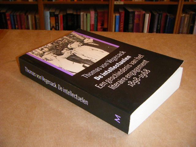 VON VEGESACK, THOMAS; BROOMAN, PETRA (VERTALING NL) - De Intellectuelen, een Geschiedenis van het literaire Engagement 1898-1968
