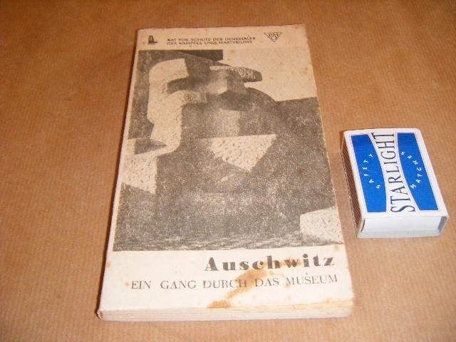 SMOLEN, KAZIMIERZ - Auschwitz. 1940-1945 Ein Gang durch das Museum.