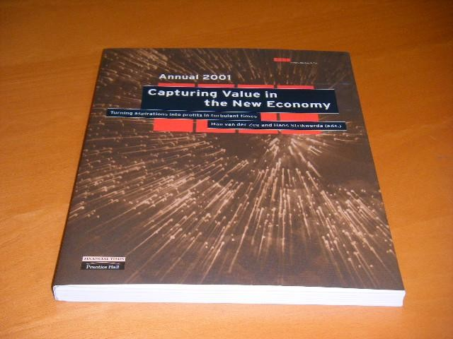 ZEE, HAN VAN DER; HANS STRIKWERDA (EDS.) - Annual 2001. Capturing Value in the New Economy. Turning aspirations into profits in turbulent times.