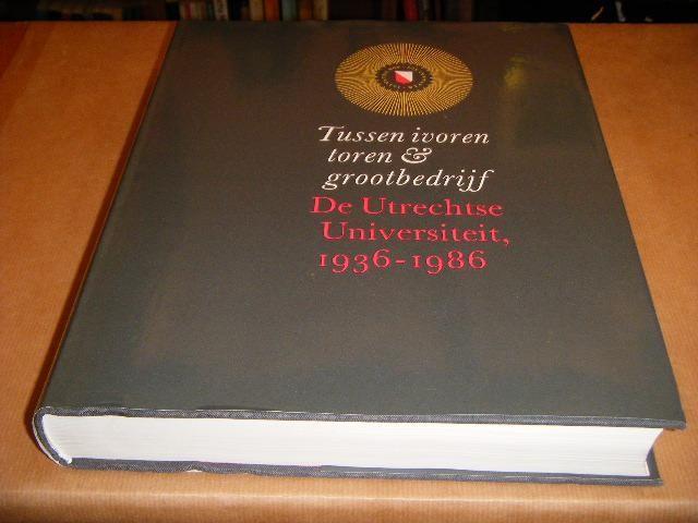 RED.; VON DER DUNK, H.W.; HEERE, W.P.; REININK, A.W. - Tussen ivoren Toren en Grootbedrijf. De Utrechtse Universiteit 1936-1986.