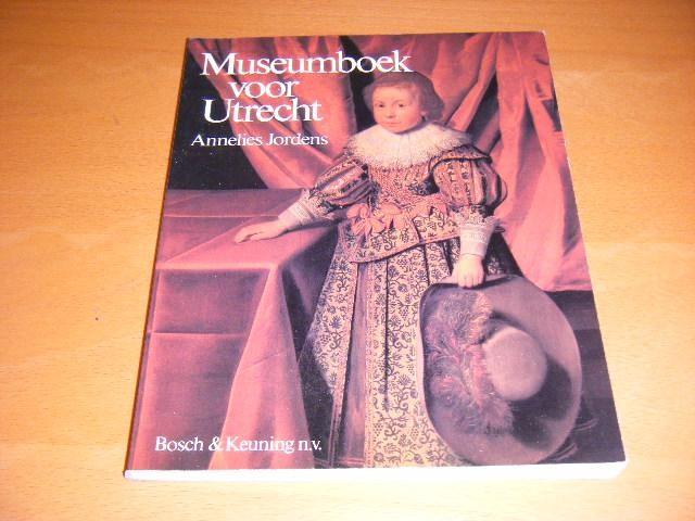 JORDENS, ANNELIES. - Museumboek voor Utrecht.