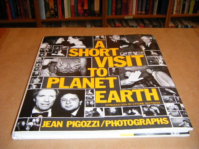 Pigozzi, Jean - A short Visit to Planet Earth. Jean Pigozzi, Photographs.