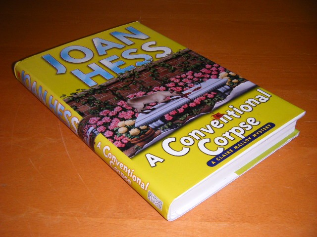Joan Hess - A Conventional Corpse A Claire Malloy Mystery