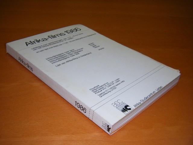 P.E.A.H. Bijvoet - Afrika-films 1986 Catalogus met beschrijvingen van 173 16 mm films van het Afrika-Studiecentrum in Leiden en een lijst met titels van 1100 16 mm Afrika-films in Nederland