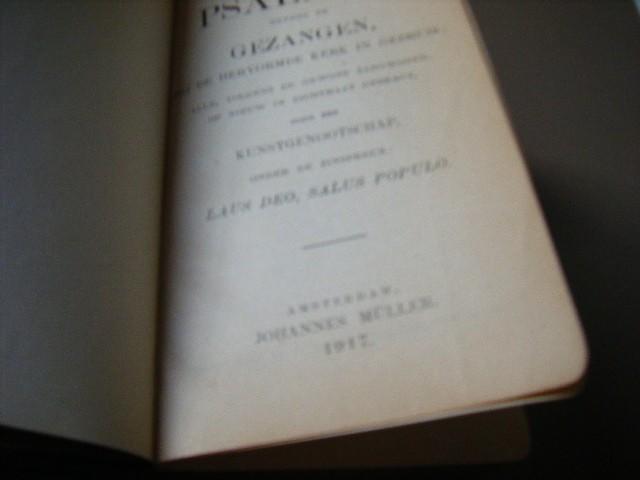 Kunstgenootschap - Het boek der psalmen, nevens de gezangen, bij de hervormde kerk in gebruik, alle volgens de gewone zangwijzen, op nieuw in dichtmaat gebragt, door een kunstgenootschap, onder de zinspreuk Laus Deo, Salus Populo.