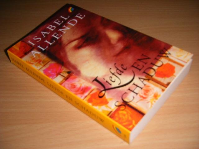 ISABEL ALLENDE; GINY KLATSER - Liefde en schaduw