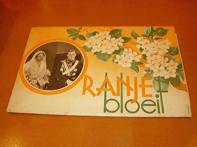 Diverse auteurs - Oranje bloeit, Gedenk-album uitgegeven ter gelegenheid van het huwelijk van Juliana en Bernhard.